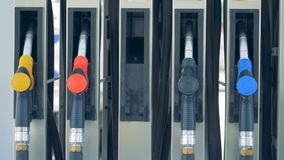 Топливо бензина, концепция бензоколонки 4K видеоматериал