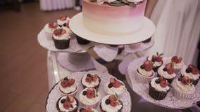 Торт Свадьба шоколадного батончика, шведский стол конфеты акции видеоматериалы
