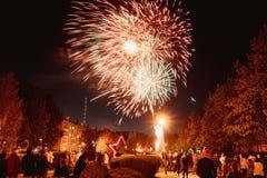 Фейерверк на день победы - 9-ое мая в России стоковое фото