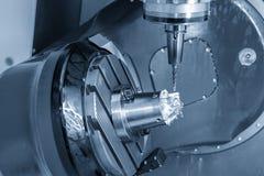Филировальная машина CNC 5 осей режа алюминиевую часть лезвия турбины с твердым инструментом мельницы шарового наконечника стоковое фото