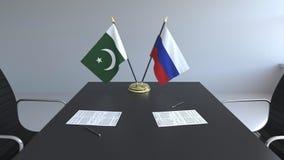 Флаги Пакистана и России и бумаги на таблице Переговоры и подписание международного соглашения Схематическое 3D бесплатная иллюстрация