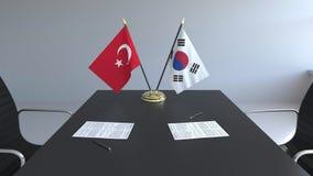 Флаги Турции и Южной Кореи и бумаги на таблице Переговоры и подписание международного соглашения схематическо иллюстрация вектора