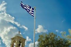 Флаг Греции развевая в ветре, в Афина стоковые фотографии rf