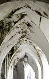 Фонарный столб в старом своде стоковое фото