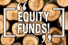 Фонды акций текста сочинительства слова Концепция дела для инвесторов пользуется большие льготами с предпосылкой долгосрочных инв стоковые изображения rf