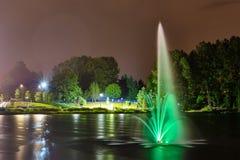 Фонтан общественного парка озера Lafarge в городе Coquitlam, большем Ванкувере, ДО РОЖДЕСТВА ХРИСТОВА, Канада стоковые фото