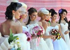 Фотомодели с красивым макияжем в стиле невесты стоковое фото