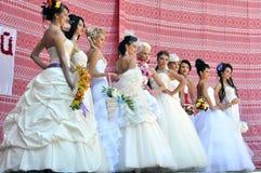 Фотомодели с красивым макияжем в стиле невесты стоковые изображения