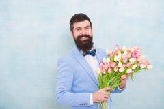 Цветет поставка Дата джентльмена романтичная игра гитары приветствиям дня рождения творческий коллега пеет 3 Самые лучшие цветки  стоковое фото rf