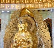 Центр буддизма в Sanya Висок с лотосом на потолке, золотом Будде и много статуях и богинь стоковое изображение rf