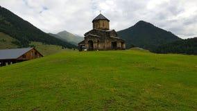 Церковь в деревне Shenakho в горах Кавказ в Грузии стоковые фото