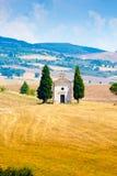 Церковь Madonna di Vitaleta около Сиены Италии в лете стоковые изображения