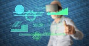 Человек касаясь цифровой концепции аналитика стоковое изображение