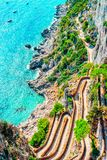 Через Krupp на Марине Piccola в острове Капри Tyrrhenian моря стоковые фотографии rf