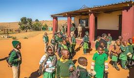 Черные ребята школьного возраста ждут школу для открытия стоковые фотографии rf