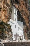 Черногория, монастырь Ostrog летом стоковые фото