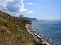 Черное море. `Wild` beach on the Black Sea coast in the middle of the season Royalty Free Stock Image