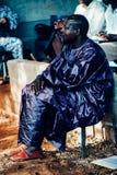 Чернокожий человек ослабляя стоковая фотография rf