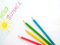 Чертеж с покрашенными карандашами ' Здравствуйте Summer' стоковые фото