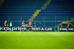 ХАРЬКОВ, УКРАИНА - 14-ое февраля 2019: Футболист Shakhtar празднует цель вести счет во время матча лиги Европы UEFA  стоковое фото rf