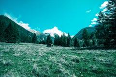 Хижина в горах в национальном парке Hohe Tauern в Альп в Австрии стоковые изображения