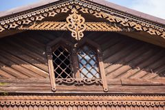 Хижина журнала окна и балкона старая стоковая фотография