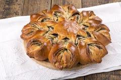 Хлеб макового семенени в форме цветка стоковое фото rf