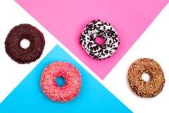 4 различных donuts на пестротканой предпосылке стоковое изображение rf
