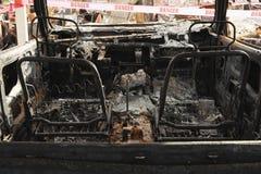 Разрушение автомобиля причинило огонь долины во время сезона 2015 лесного пожара Калифорния в Lake County стоковое изображение