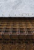 Рамка металла конструкции с большой бетонной плитой стоковое изображение