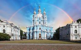 Радуга над собором Smolny в Санкт-Петербурге, России стоковые фотографии rf