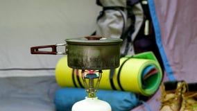 Располагаться лагерем в зеленом лесе акции видеоматериалы
