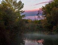 Рассвет в реке стоковые фотографии rf