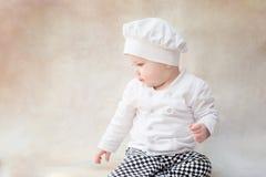 Ребенок, ребенок в поваре костюма шеф-повара крыто стоковое изображение