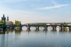 Река Карлова моста и Влтавы - Прага, чех, Европа стоковое изображение