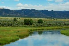 Река пропуская в ландшафте Юты стоковое фото