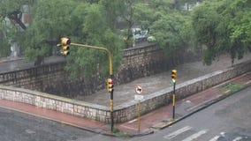 Река Cañada на дождливый день акции видеоматериалы