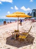 Ресифи, пляж Viagem горжетки, Pernambuco, Бразилия - январь 2019: Летнее время на пляже стоковая фотография
