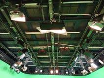 Решетка светов в студии телевидения стоковые изображения rf