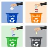 Рука человека бросает отброс в пластмасовый контейнер Рука отброса человека бросая в органический контейнер иллюстрация штока