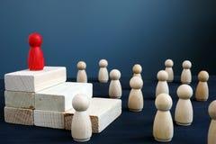 Руководство, иерархия в команде и управление Успешная концепция руководителя стоковые изображения