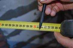 Рулетка помогает в точности случая стоковая фотография rf