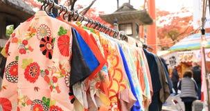Рынок кимоно на святыне Yasaka в Киото Японии акции видеоматериалы