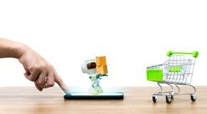 Робот держа надувательство тележки shopping коробки онлайн ecommerce бесплатная иллюстрация