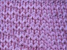 Розовый связанный свитер handmade с видом решетки стоковые фото