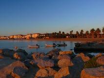 Романтичный восход солнца на порте Grimaud пляжа около St Tropez во Франции в Европе стоковые фото