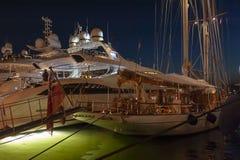 Роскошная гавань St Tropez яхты стоковые изображения rf