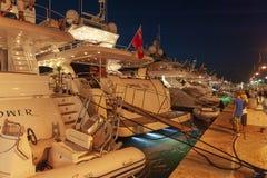 Роскошные супер яхты затаивают St Tropez стоковое изображение rf