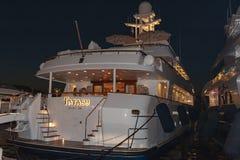 Роскошные супер яхты затаивают St Tropez стоковые фото