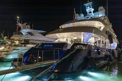 Роскошные супер яхты затаивают St Tropez стоковое изображение